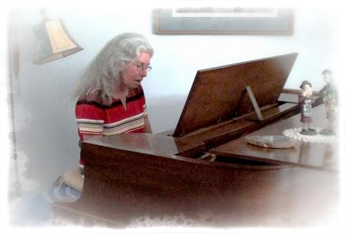 Phyllis-Piano-SM